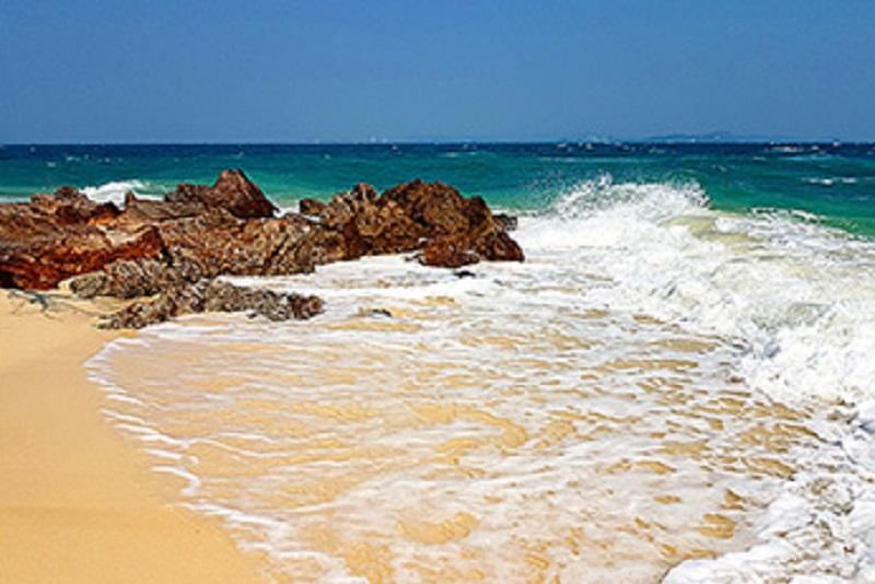 在水清沙白的「塔陸島 koh Talu」,人人都可以當外拍網紅