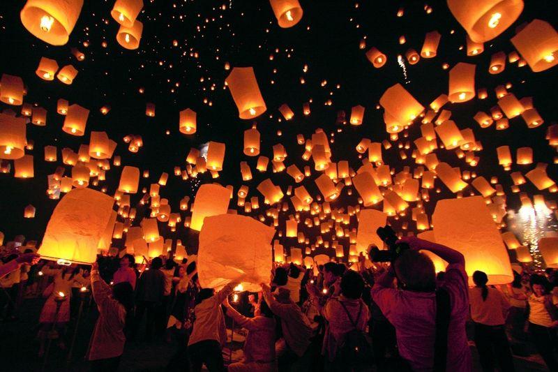 泰國水燈節和天燈節在同一天舉行